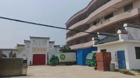 学校宿舍的二楼阳台被铁网封死