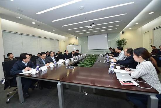 2017年11月2日,中央网信办主任徐麟赴百度公司宣讲党的十九大精神并进行工作调研。