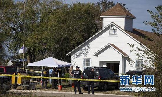 美国得克萨斯州南部萨瑟兰斯普林斯镇一所教堂5日发生枪击事件(图/新华社)