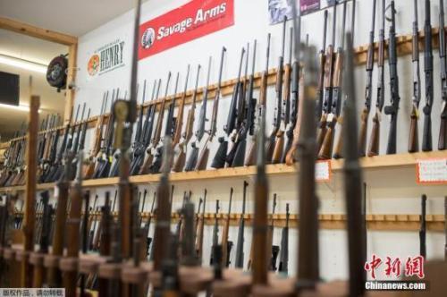 资料图:美国俄勒冈州罗斯堡枪支商店。