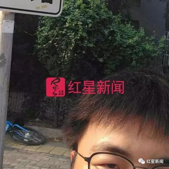 """▲葛宇路的微信头像,图片上残留着""""葛宇路""""路牌的一角"""
