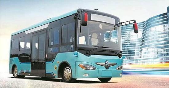 图为全球首辆自动驾驶电动公交在道路测试中。楚天金报 图