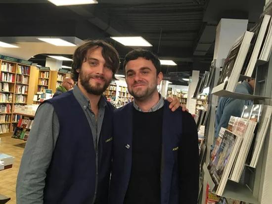 在此感谢一下为记者耐心解说的二位店员小哥,他们的专业和热情令人印象深刻。
