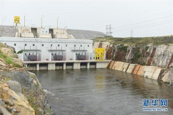 这是11月2日拍摄的科特迪瓦苏布雷水电站。 中企承建的科特迪瓦最大规模水电站——苏布雷水电站竣工典礼2日在科西部苏布雷举行。  新华社 图
