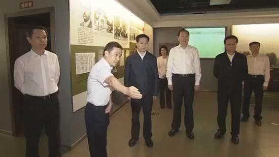 11月2日下午,中共中央政治局委员、广东省委书记李希瞻仰中共三大会址纪念馆。