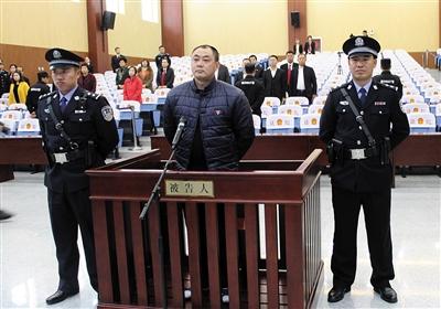 11月9日,李绪义以抢劫罪被一审判处有期徒刑15年,并处罚金人民币5万元。图/视觉中国
