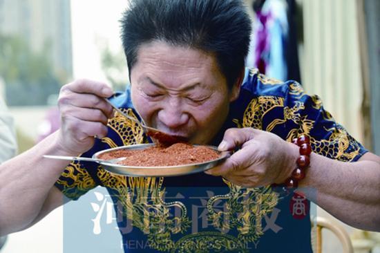 男子能吃辣死大象的辣椒:想创能吃辣世界纪录