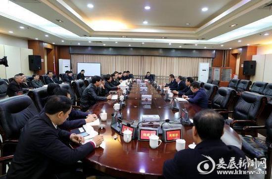 11月13日,娄底市政府举行新任党组成员见面会。娄底新闻网 图