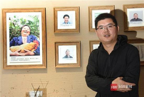 李君带领村民在成都开的四川首家扶贫实验餐厅。