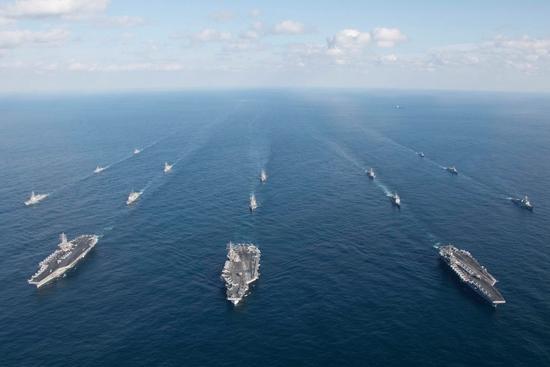 11月12日,3艘美国核动力航母当日进入朝鲜半岛东部海域参与韩美联合军演。视觉中国供图