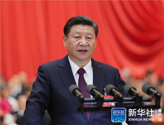 2017年10月18日,习近平在中国共产党第十九次全国代表大会上作报告。新华社记者 鞠鹏 摄