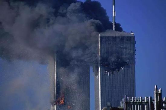 """2001年发生了震惊世界的""""9·11""""事件。"""
