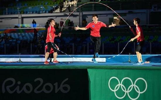 2016年,上海体院的花样跳绳队在里约奥运会上表演。 新华社 图