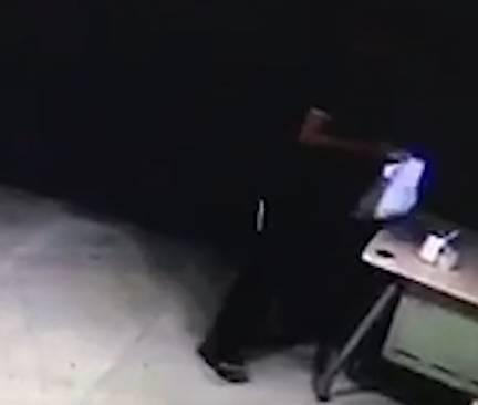 28岁宅男连偷邻居4次外卖:明知不对但管不住手