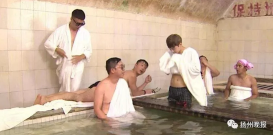 小伙去浴室泡澡却患上这种病 整个宿舍都被他传染