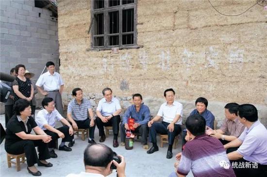 2011年 8月 4日至 10日,陈昌智率天下人大常委会调研组赴黔,就促进民族地域经济社会生长开展专题调研