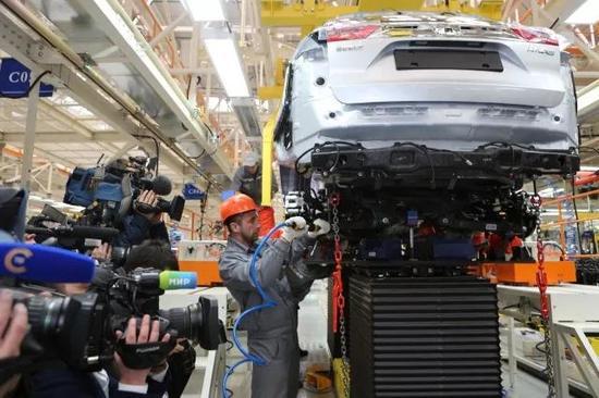 """新车厂不光寄托了国家的""""轿车梦"""",也承载了许多当地人对未来的期待。"""