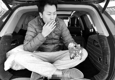 王先生这些天一直住在车里