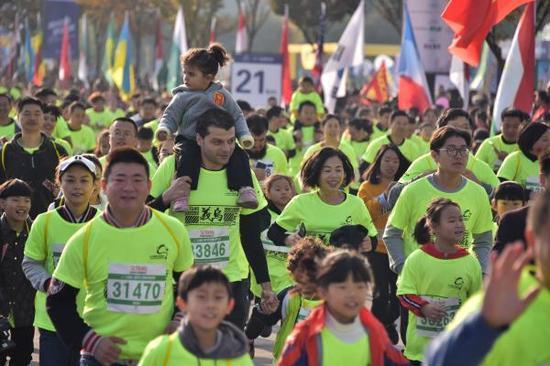 义乌马拉松上的外籍跑者。