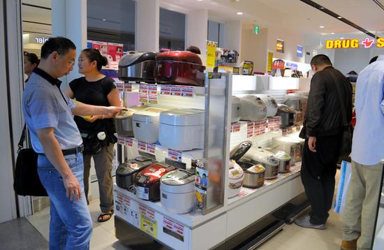 2014年,日本关西机场电饭煲售卖店