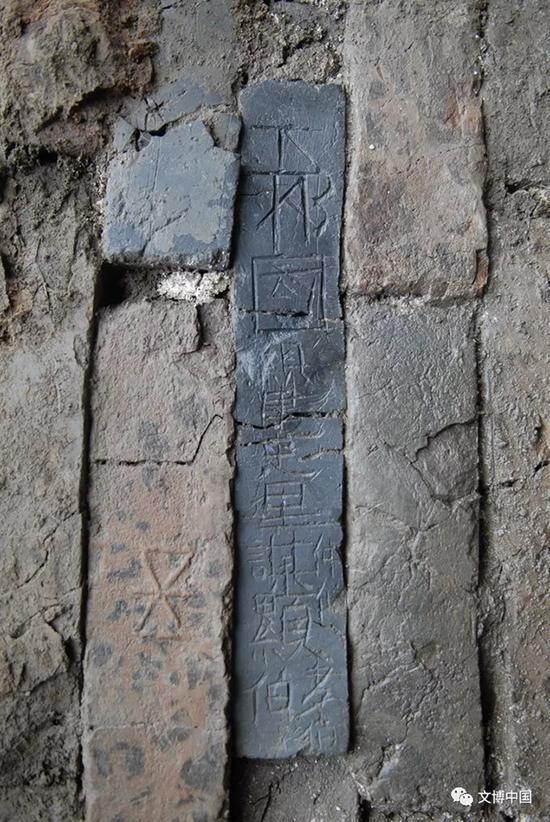 M8刻铭砖。