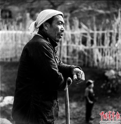 1964年3月31日,山西省昔阳县大寨大队党支部书记、天下劳动模范陈永贵。铁矛/摄