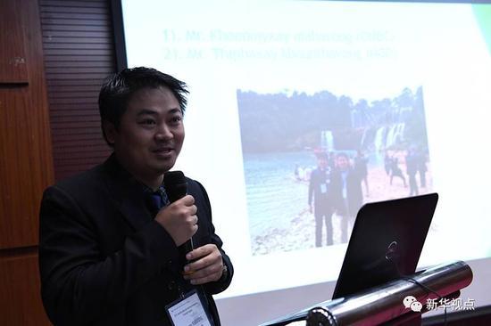 (图为老挝外交部官员坤米赛·玛哈冯在分享考察中越德天-板约瀑布国际旅游合作区的感受。摄影:记者周华)