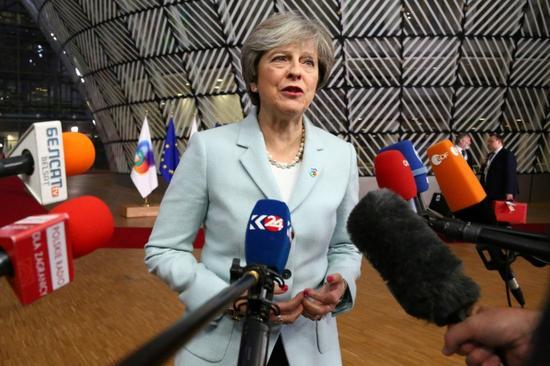 特蕾莎·梅周五寻求开启与欧盟就未来贸易协议的谈判(图源:法新社)