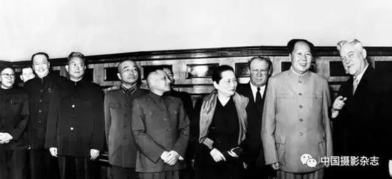 中国政府代表团访问前苏联 侯波 摄