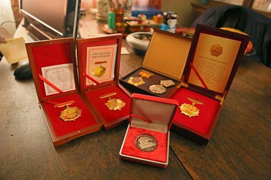 戈老的一些荣誉徽章。