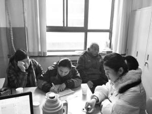 李学彬的老婆在捐献书上确认签字。