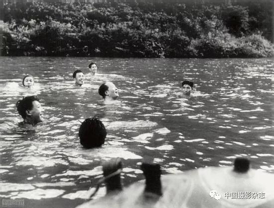 毛泽东在韶山老家,1959年 侯波 摄
