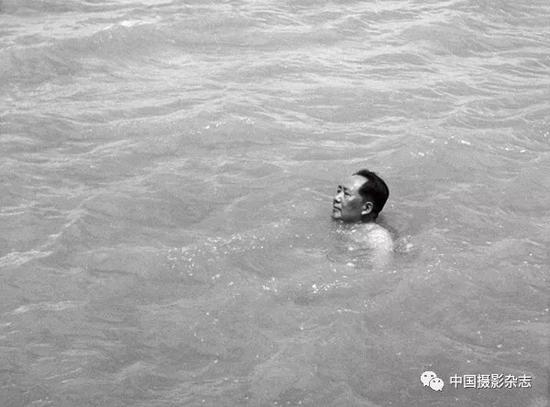 毛泽东畅游长江,1956年 侯波 摄