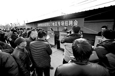 解决食宿成为求职者关注的重点 摄影/本报记者 汪震龙