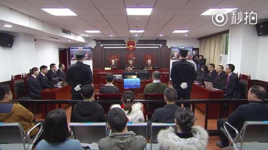 现场: 彭宇华李明哲案一审开庭 审判长宣读犯罪事实