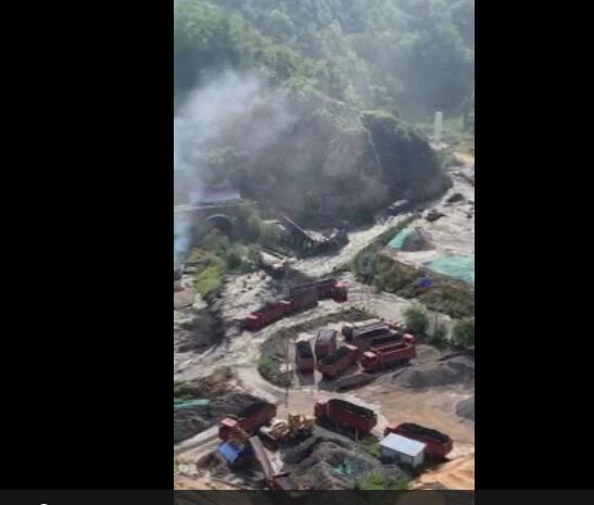 陕西延安子长一水坝溃坝 附近煤厂及街道被淹(图)|溃坝