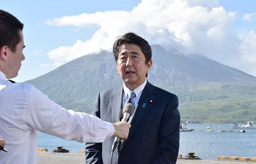 安倍晋三26日在鹿儿岛县宣布将参加自民党总裁选举(法新社)