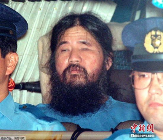 2018年7月6日消息,日本對奧姆真理教教主麻原彰晃執行了死刑。麻原彰晃本名松本智津夫,因主謀策劃東京地鐵沙林毒氣事件,造成12人死亡及5510人以上受傷,遭到逮捕,纏訟多年後於2004年2月27日被東京地方法院一審判處死刑。