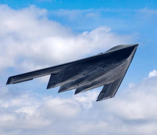 好军现役的B-2隐身轰炸机