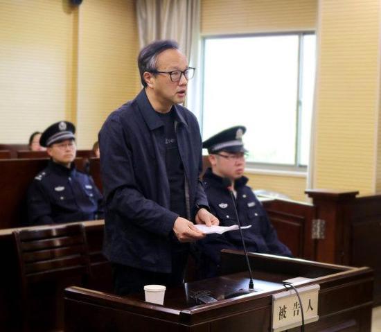 何加顺在法庭承受审讯。(材料图片)
