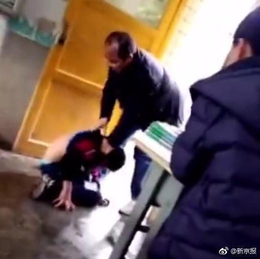 贵州一中学教师殴打学生 教育局:涉事教师已停职