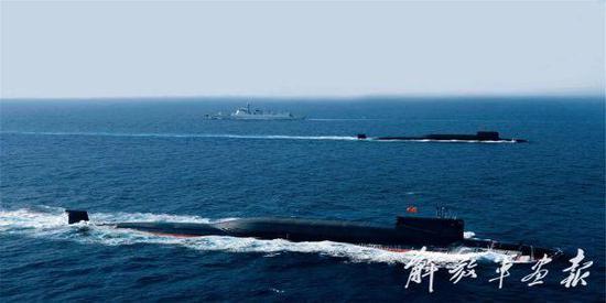 图为参加海上阅兵的中国海军核潜艇 图片来源:解放军画报