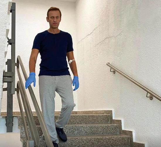 俄罗斯反对派人士阿列克谢· 纳瓦利(Alexei Navalny)走下楼梯