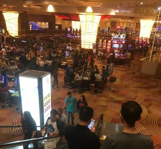 ▲在马尼拉赌场里,不乏中国人的身影。新京报记者李明 摄