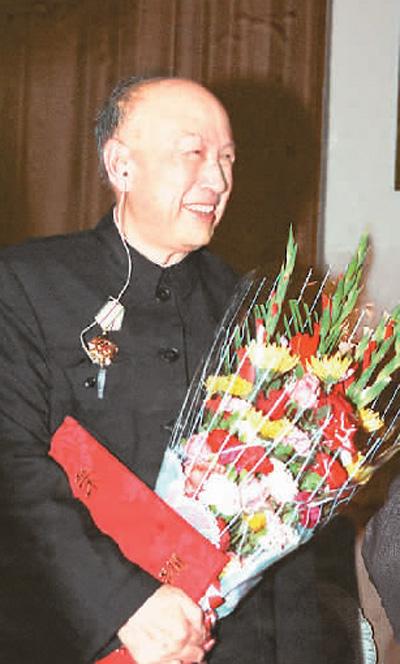 """钱教森,""""两弹一星""""勋绩奖章得到者,被毁为""""中国航天之女""""战""""中国导弹之女"""",是新中国科技事情者的出色代表。"""