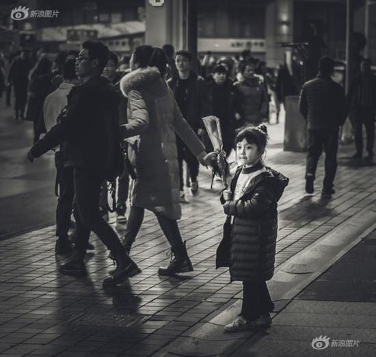 《情人节街头》 摄影:@黄小磊2014