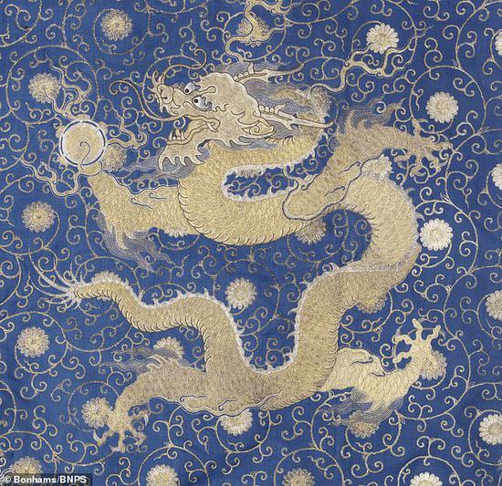 龙袍细节 图丨宝龙拍卖行