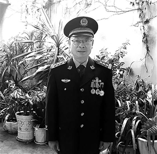 身着警服的李文宏。中国纪检监察报 图