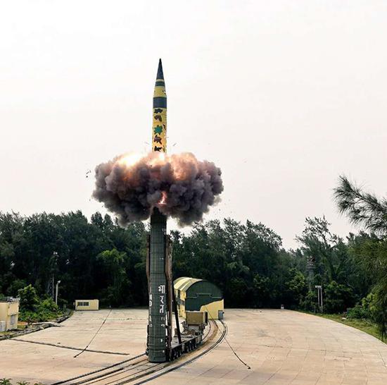 此次试射的烈火-5导弹采用发射筒技术