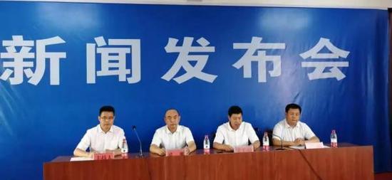 媒体报道,河南建校舍遇假水泥事件
